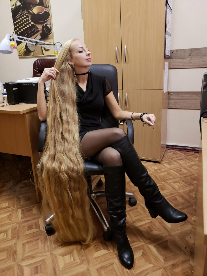 Meet Alena Kravchenko, The Real Life Rapunzel With 1.8m Long Hair And Gets  Constant Marriage Proposal From Men