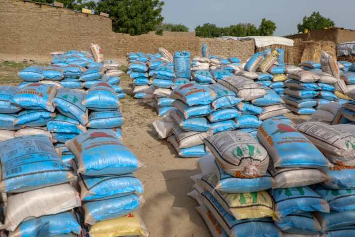 Governor Zulum Delivers Food Aide To 80,000 IDPs in Monguno Despite Bandits Attack