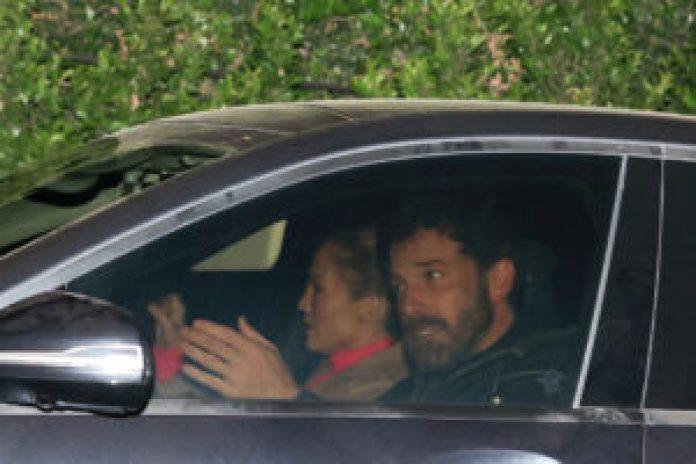Ben Affleck and Jennifer Lopez  Loved Up During Dinner Date