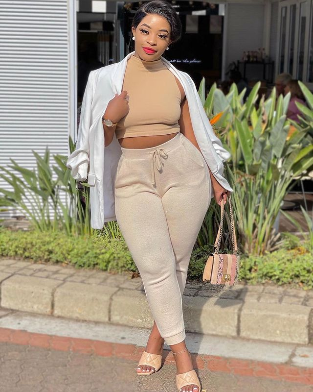 Cindy Makhathini Is The African Queen Of Curves Owning The Gram