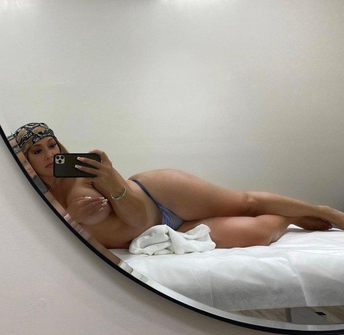 Elizabeth Woods Topless