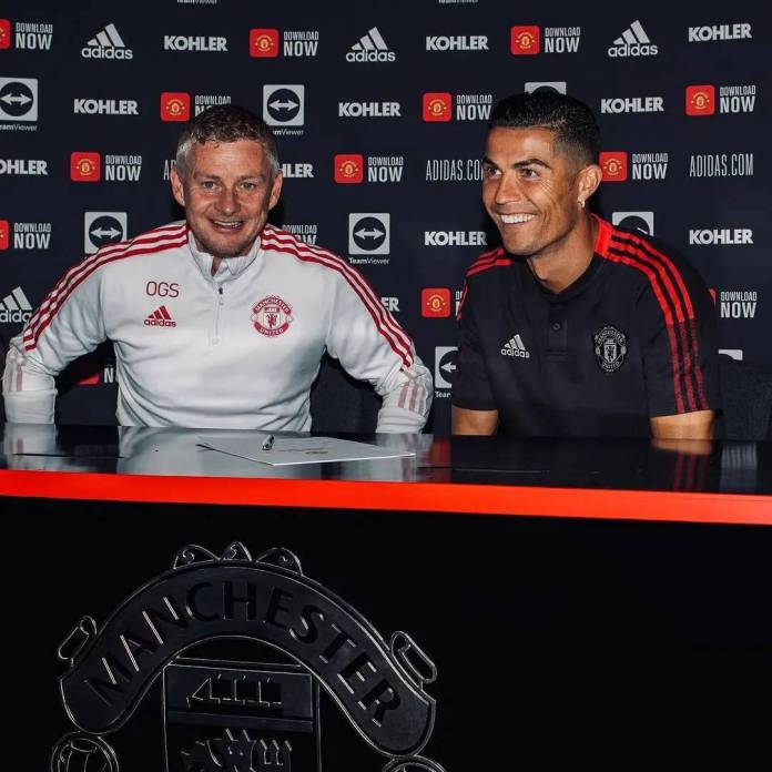 See Official Photos Of Ronaldo's Signing To Man U