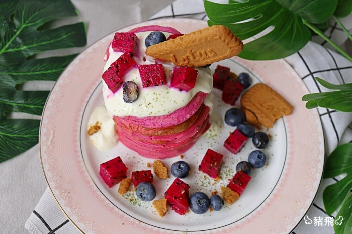 零廚藝料理|天然粉紅色網美系的「紅心火龍果鬆餅」!在家也能有甜點店等級下午茶,10分鐘搞定!