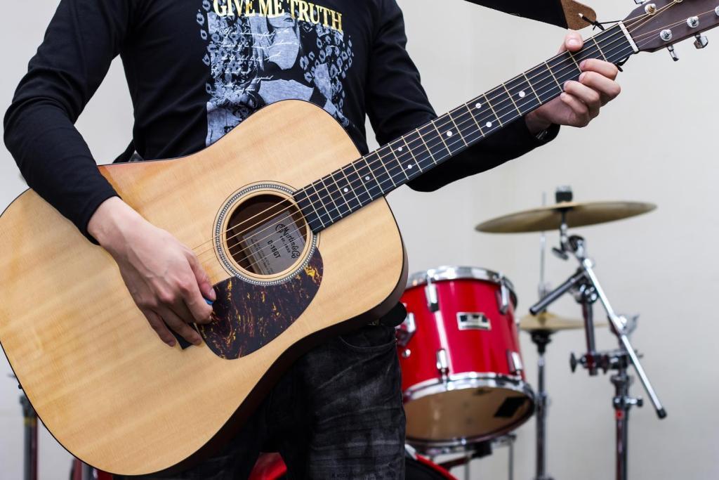 アコースティックギターを持ったバンドマン