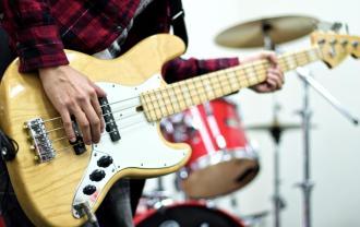 ベースとドラムの画像