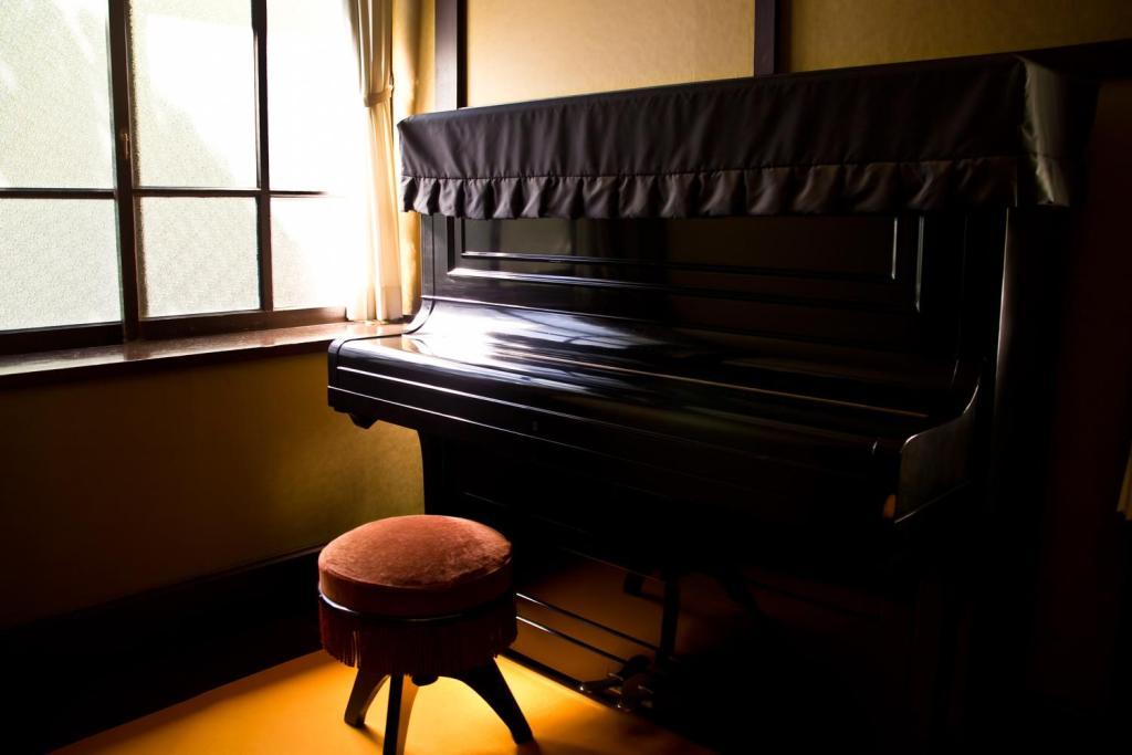 古ぼけたピアノ