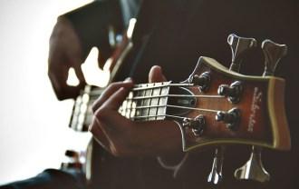 ギタリストの画像
