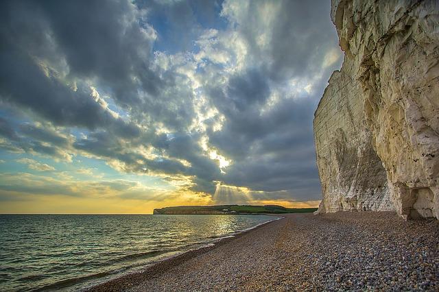 海と島と日の出