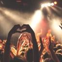 コンサートの観客視点の画像
