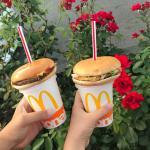 マック「ドリンク×ハンバーガー」に批判の声 「流石に気持ち悪すぎるし最悪の組み合わせ」