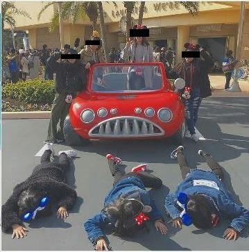 【悲報】ディズニーで「車に轢かれてみた」、流行する【インスタ映え】