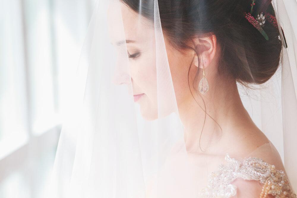 国際結婚における戸籍編製について説明する外国人花嫁