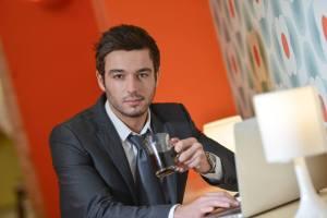永住申請に必ず通る理由書の書き方を教えてほしい外国人ビジネスマン