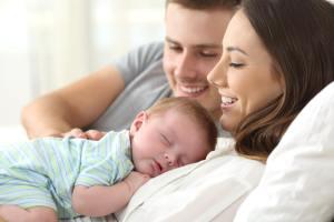 今は国際結婚に反対する両親。でも、赤ん坊のあなたを大切に抱いていた両親