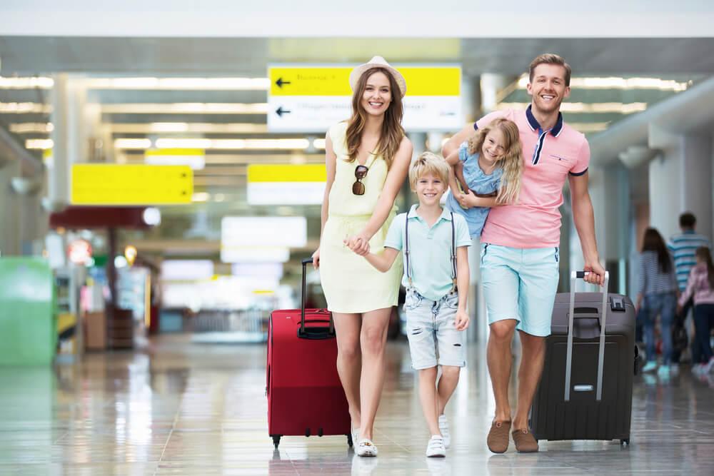 海外旅行なので、みなし再入国許可で入国しようとしている外国人家族