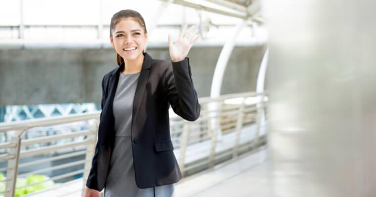 外国籍を選択するために、日本国籍を放棄することを決心した重国籍の女性