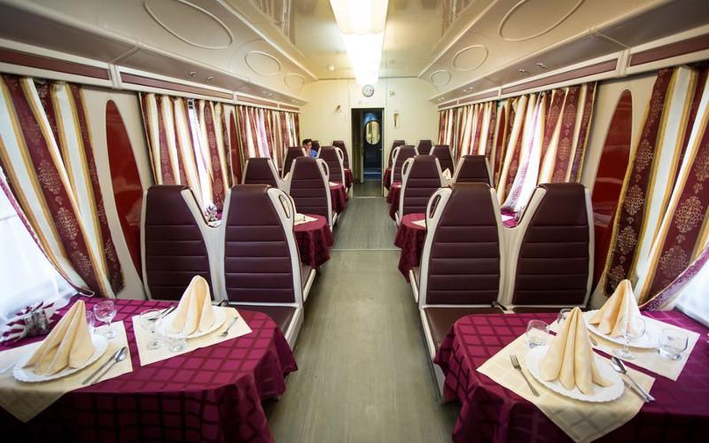 Restauracja w pociągu Tomicz z Moskwy do Tomska