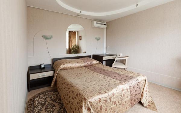 Pokój dwuosobowy w hotelu Voskhod w Komsomolsku nad Amurem