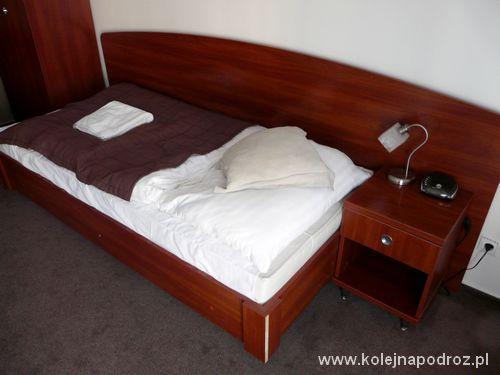 """Hotel """"Centrum"""" w Czadcy - łóżko"""