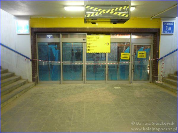 Kędzierzyn-Koźle - drzwi do holu dworca