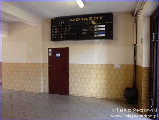 Oława - wejście do dworcowej toalety