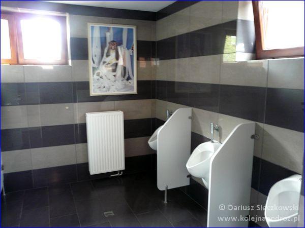 Opole Główne - toalety przy peronach w środku