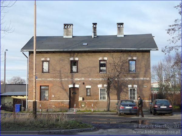 Budynek sąsiadujący ze stacją Bielsko-Biała Wschód