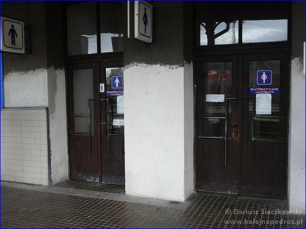 Dworzec kolejowy Krnov - wejście do toalet