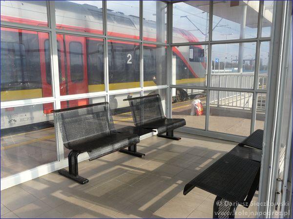 Poczekalnia na peronie
