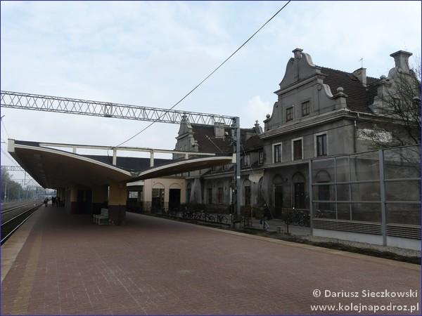 Widok na dworzec z peronu