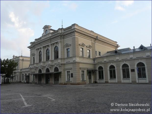Dworzec nad ranem