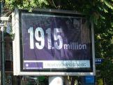 Száz éve történt az örmény genocídium. A világ szinte egyáltalán nem beszél erről, pedig – amint az egy későbbi képen látható – dokumentumok, tanúvallomások maradtak meg a törökök tetteiről. Törökország hatalmas nyomást gyakorol azon országokra, amelyek elismerik, vagy elismerni akarják a gaztetteket. Az örmények tömegmészárlásának messze nincs akkora PR-ja, mint a Holokausztnak, sokkal kevesebbet hallani róla...