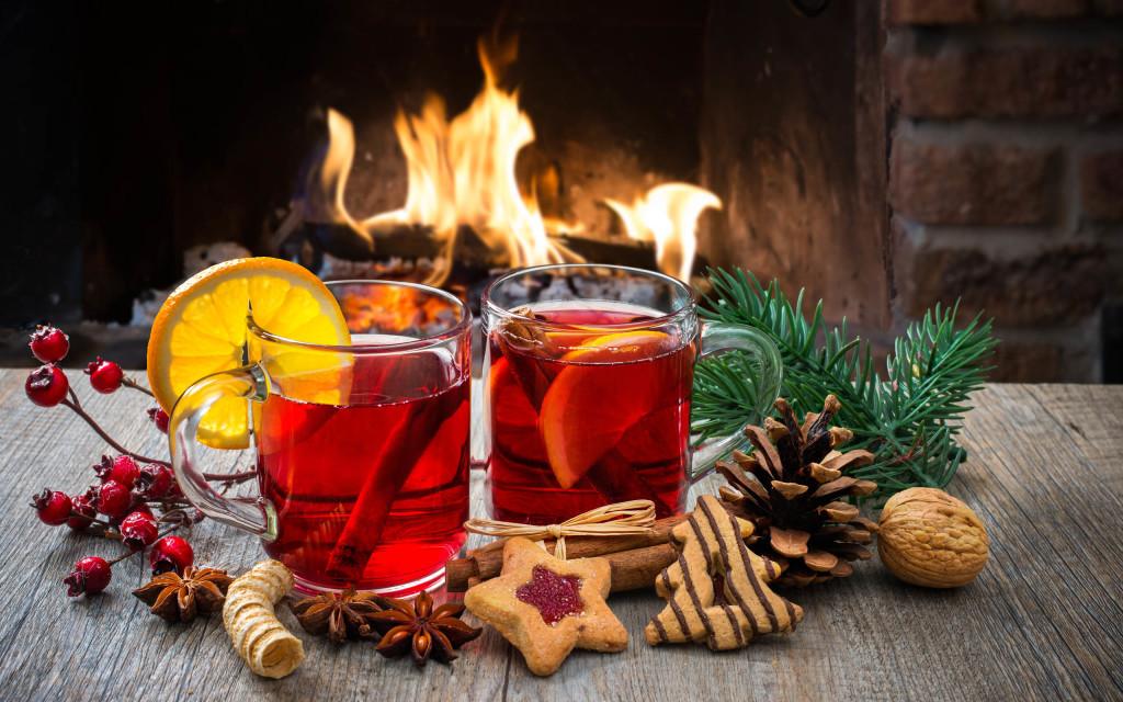Новорічна картинка вогонь і чай
