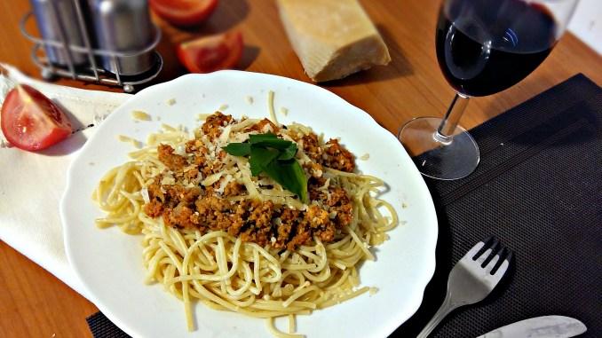 "Рецепт: спагеті з соусом ""А-ля Болоньєзе"""