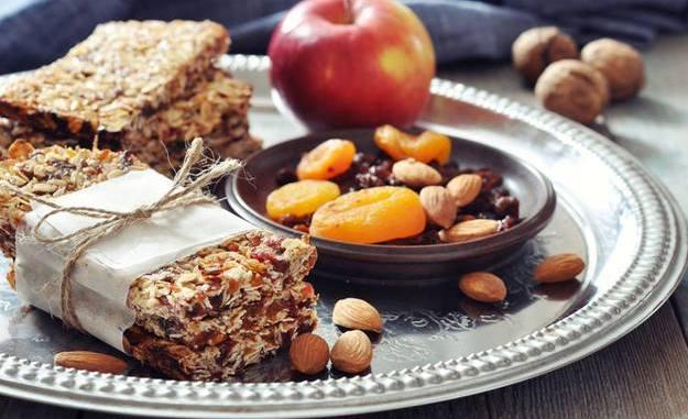 6 варіантів корисних перекусів, які легко приготувати вдома