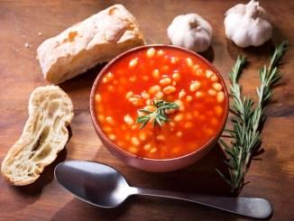 Пісна квасоля в пряному томатному соусі: рецепт
