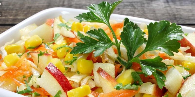 Салат з яблуком і капустою