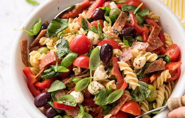 Італійський салат з макаронами