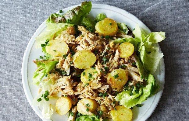 Теплий салат з молодою картоплею