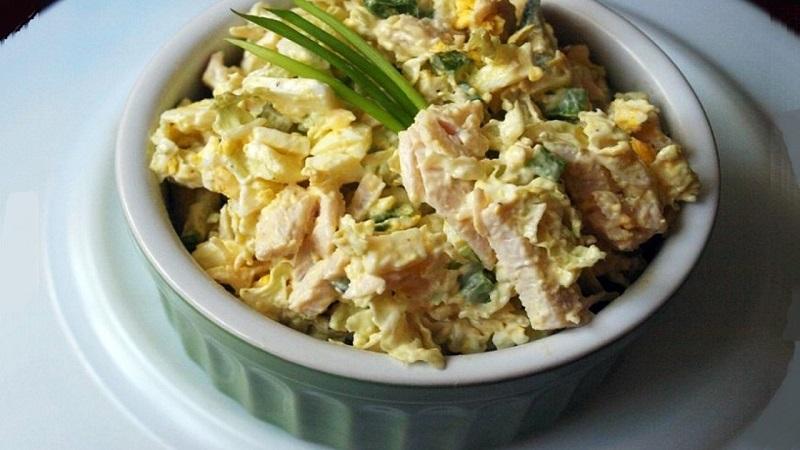 Салат из пекинской капустой и курицей