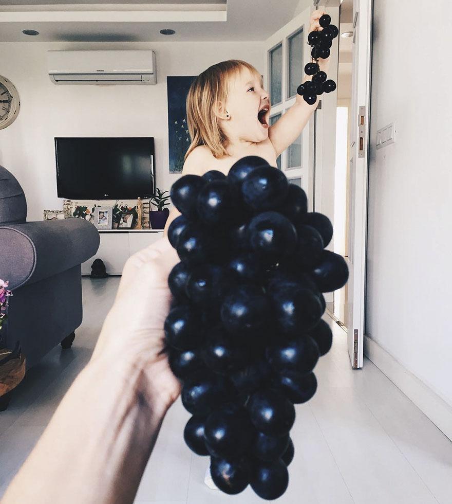 девочка в платье из фруктов