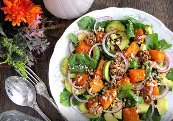 Салат з гарбузом, авокадо та горіхами