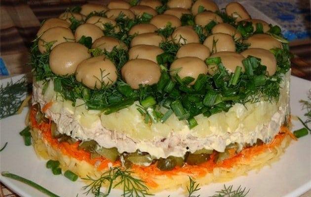 Смачні салати на Новий рік 2021: прості рецепти з фото