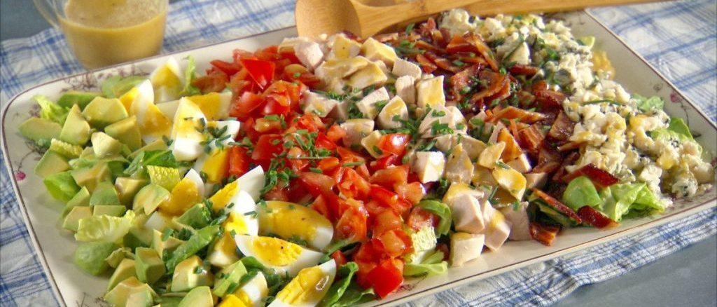 РЕЦЕПТИ САЛАТІВ: смачні і легкі ідеї до святкового столу або на вечерю