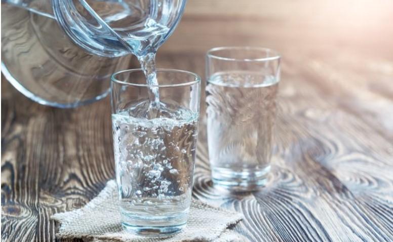 скошлько воды надо пить