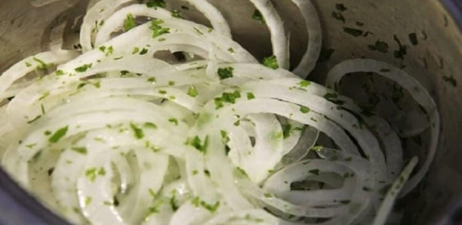 Маринована цибуля до салатів та шашлику за 5 хвилин
