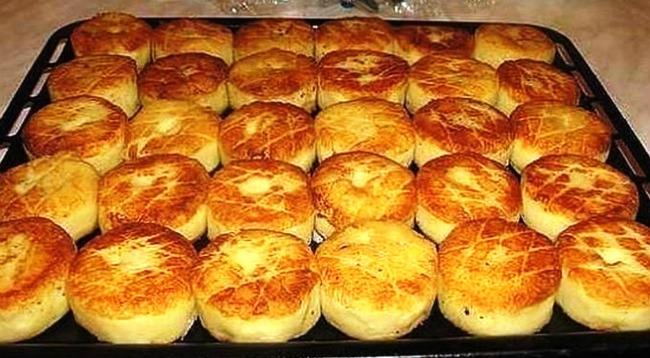 Такі картопляні биточки вам точно сподобаються! Спробуйте приготувати їх разом з грибним соусом!