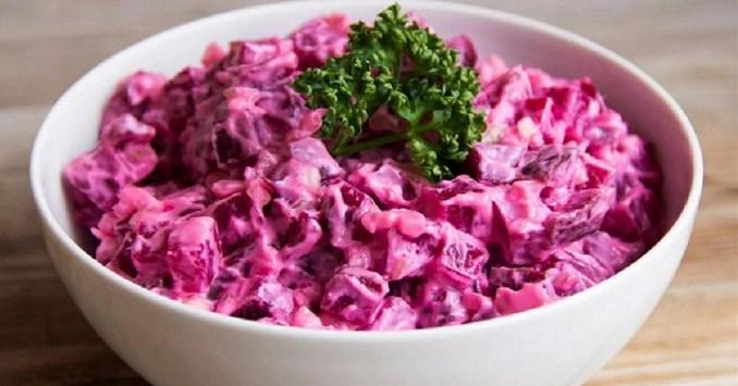 Буряковий салат з яйцем — відмінний рецепт до святкового столу