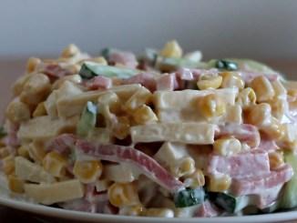 Три швидких і смачних салати з кукурудзою. Готуються швидко, нічого не потрібно відварювати!