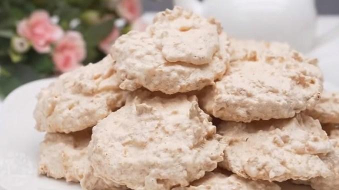 Три інгредієнти і мінімум часу — дуже ніжне кокосове печиво до чаю